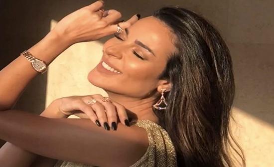 """بالفيديو :  نادين نسيب نجيم تغني """"انا قلبي دليلي"""" على طريقتها!"""