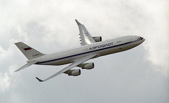 ماذا يحدث عند فتح باب الطائرة في الهواء؟