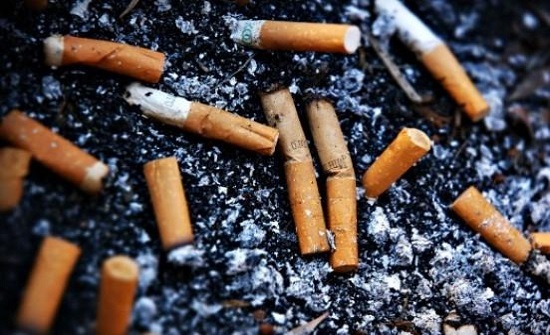 شاب هندي يستغل أعقاب السجائر ويصبح مليونيرا بسببها