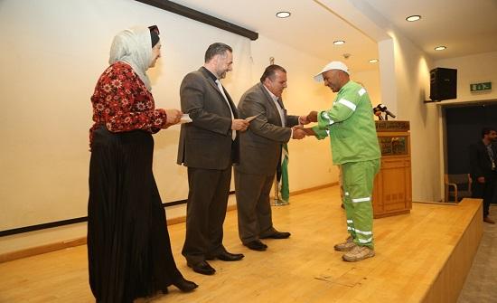 أمانة عمان تكرم 100عامل وطن من مختلف مناطقها