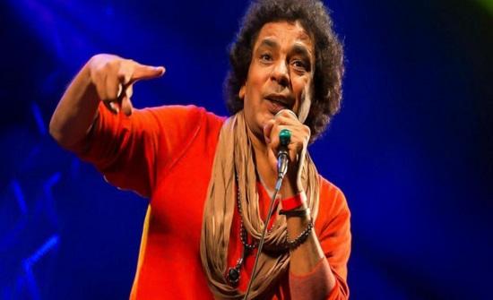 محمد منير يقع في خطأ فادح والجمهور يسخر منه علناً..صور