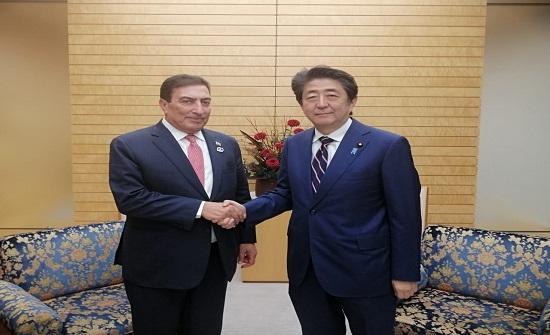 رئيس وزراء اليابان يلتقي الطراونة ويؤكد التزام بلاده بالدفعة الثانية من قرض التنمية
