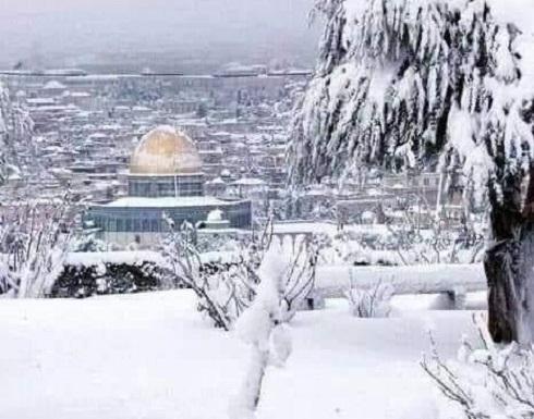 بالفيديو والصور ... القدس تكتسي بالبياض بعد تساقط نادر للثلوج