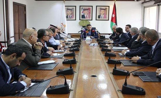 الحموري يؤكد اهتمام وحرص الحكومة على تعزيز تنافسية القطاعات الصناعية