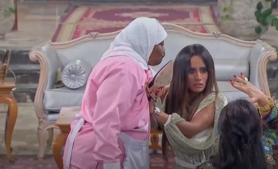 """تعليق من متابع لزينة يفضح فبركة برنامج """"خلي بالك من فيفي"""""""