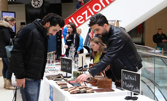 بازار الشتاء مع اللاجئين يواصل فتح ابوابه