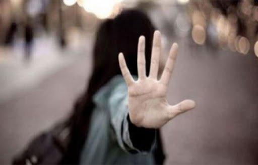 كويتية رفضت التحرش بها من قبل شابين فعاقبوها مع والدها