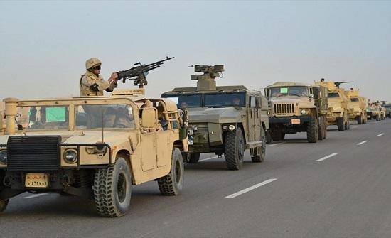 ضابط مصري ينشر صوره مع رفاقه في طبرق الليبية (شاهد)