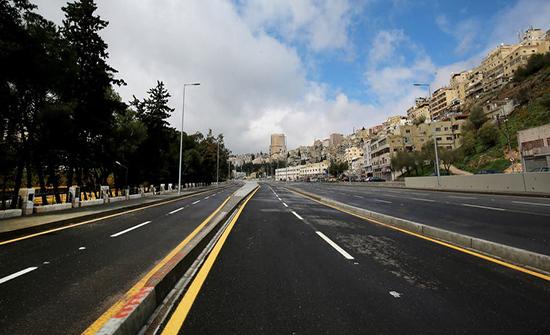 الهواري : الأردنيون يسيرون بخطى واثقة نحو الإغلاق الشامل