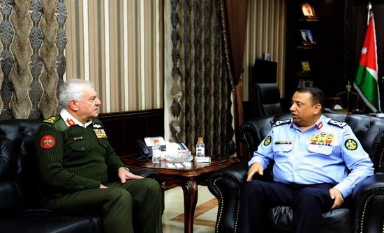 مدير الامن ورئيس الأركان يبحثان تعزيز التعاون الامني والعسكري