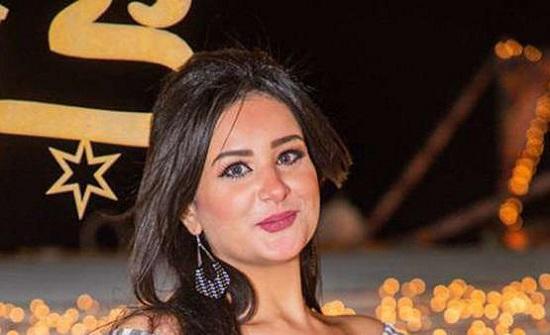 مذيعة مصرية تحتفل بالخُلع من زوجها- فيديو