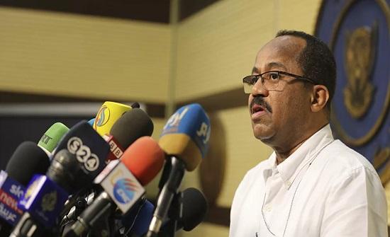 وزير الصحة السوداني يثير جدلا في العالم العربي بتصريحات عن كورونا... بالفيديو