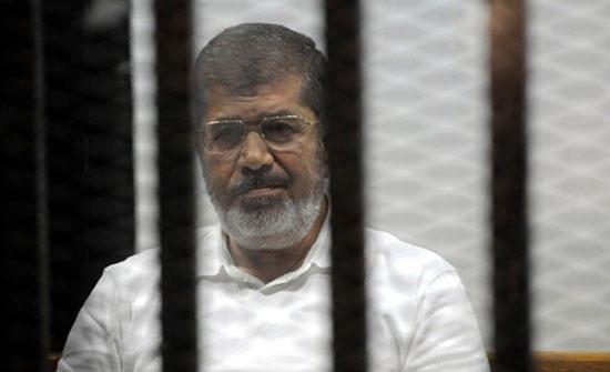 الطب الشرعي ينتهي من فحص جثمان مرسي والنيابة تأمر بدفنه