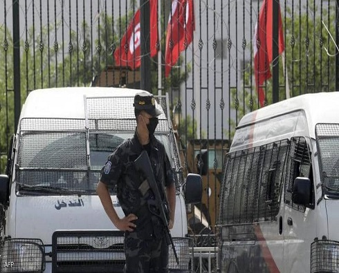 رسميا.. أمر رئاسي تونسي يعلق عمل البرلمان شهرا قابلة للتمديد