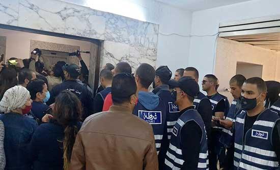 الأمن التونسي يقتحم وكالة الأنباء الرسمية لتنصيب رئيس مدير عام جديد .. بالفيديو