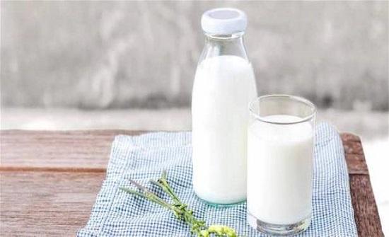 إعتقدنا بها لفترة طويلة.. شائعات عن الحليب دحضها العلماء