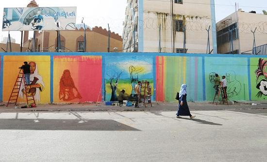 اربد: جداريات فنية لمركز شابات كفرسوم على مداخل البلدة