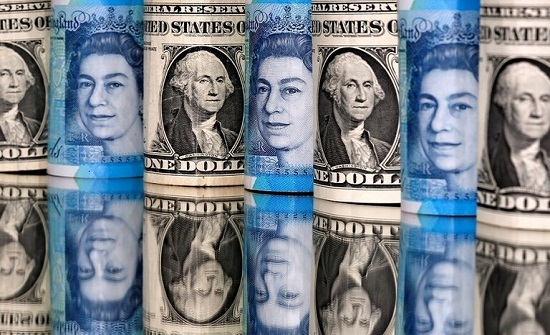 الدولار يرتفع وسط مخاوف من عودة حرب التجارة الأمريكية الصينية