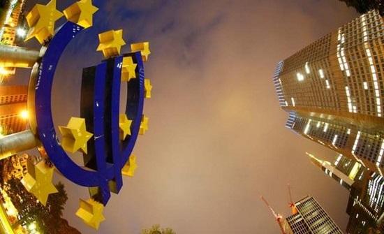 بنك مركزي أوروبي يتبنى سياسة مغايرة للعالم ويربك الأسواق