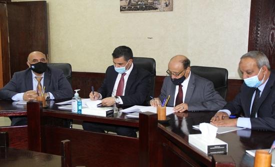 وزير المياه يزور العقبة ويوقع اتفاقية مع مياه العقبة