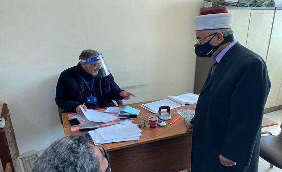 قاضي القضاة يتفقد سير العمل بمجمع المحاكم الشرعية بالزرقاء