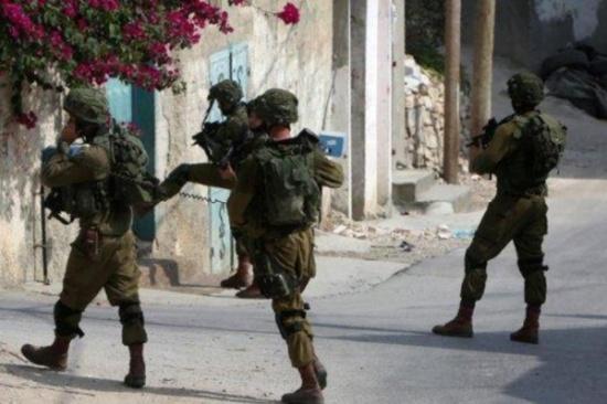الاحتلال يهدم درجا يؤدي إلى باب الأسباط