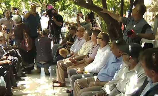 قناصل أوروبيون يزورون حي الشيخ جراح والأهالي يطالبون بمزيد من الضغط على إسرائيل