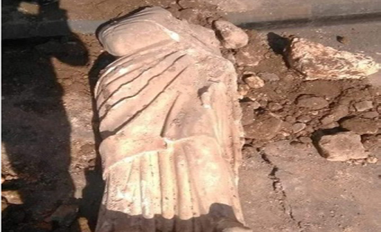 صور : العثور على تمثال اثري قرب الساحة الهاشمية في عمان