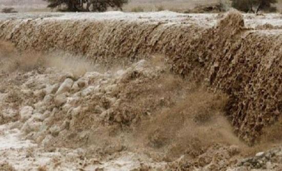 مواطنون يشكون من تشكل السيول على طريق كفر الماء بالكورة