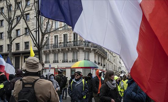 """مظاهرة ضد مشروع قانون """"الأمن الشامل"""" وفصل عاملي الصحة في باريس .. بالفيديو"""
