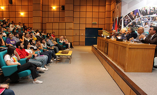 رئيس جامعة الأميرة سمية للتكنولوجيا يلتقي الطلبة المتفوقين