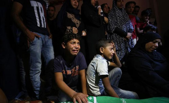 بالفيديو : غزة: تشييعُ جثمان الشهيد ساهر عثمان في رفح