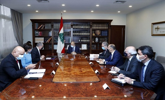 عون يرحب بخطة دولية لإعادة إعمار بيروت