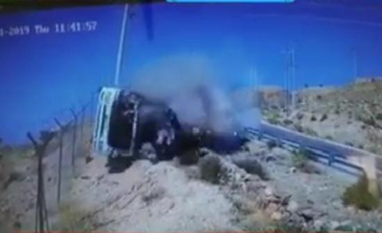 بالفيديو : تدهور مروع لتنك ماء بمنطقة نزول العارضة ووفاة السائق