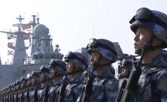 الصين ترسل وحدات بحرية في مهمة مرافقة سفن مدنية بخليج عدن