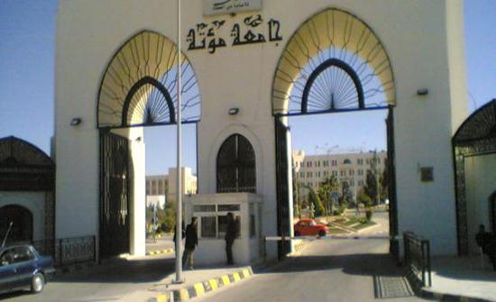 رئيس جامعة مؤتة يؤكد أهمية الارتقاء بمستوى الرسائل الجامعية