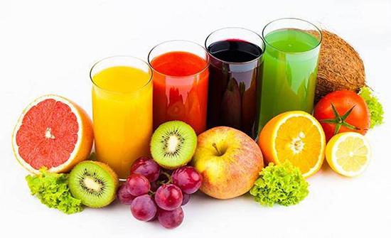الاكثار من شرب العصائر الطبيعية تسبب الإصابة بالسكري