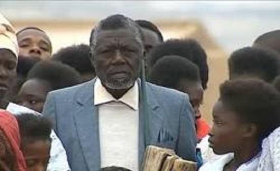 تزوج 52 امرأة وأنجب 217 ابنا وابنة في انغولا (فيديو )