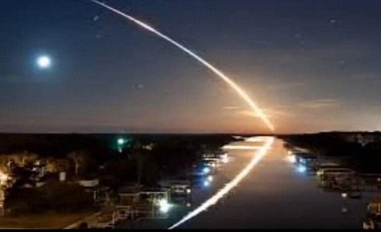 لأول مرة بالتاريخ : جرم سماوي يخترق المجال الجوي للأرض ويعود الى الفضاء