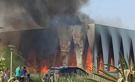 بالفيديو.. شاهد: لحظة اندلاع حريق القاعة الرئيسية لمهرجان الجونة السينمائي المصري