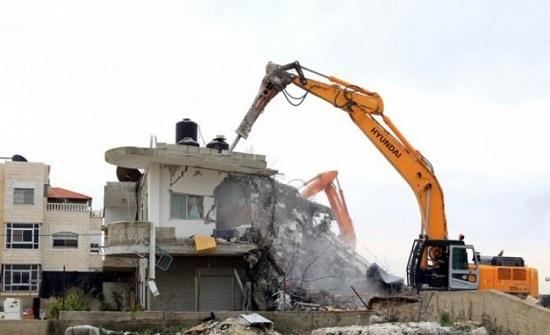 الاحتلال الاسرائيلي يهدم مسكنا وبركسا شرق القدس