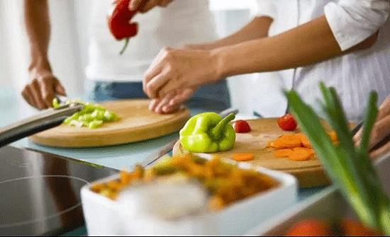 بعض طرق تحضير الطعام تؤثر سلباً على صحة أفراد أسرتك