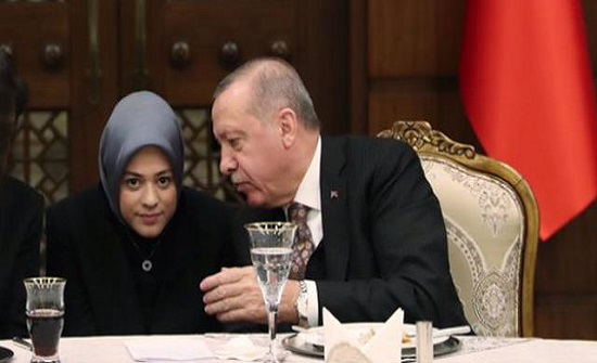 تعرف على الفتاة الأردنية التي تصدرت المشهد في قمة أردوغان وبايدن ..  فيديو وصور