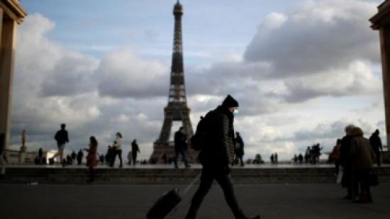 فرنسا تسجل انخفاضا في عدد وفيات كورونا