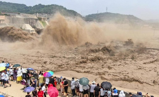 الجيش الصيني يفجر سدا لدرء خطر الفيضانات