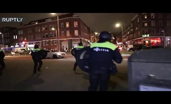 اشتباكات في هولندا بسبب قيود كورونا واعتقال أكثر من 150 شخصا .. بالفيديو