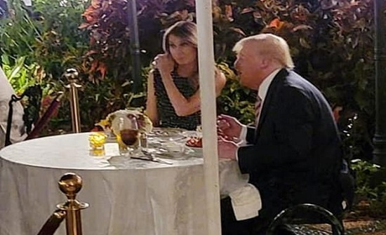 ميلانيا ترامب تنفي طلاقها بصورة