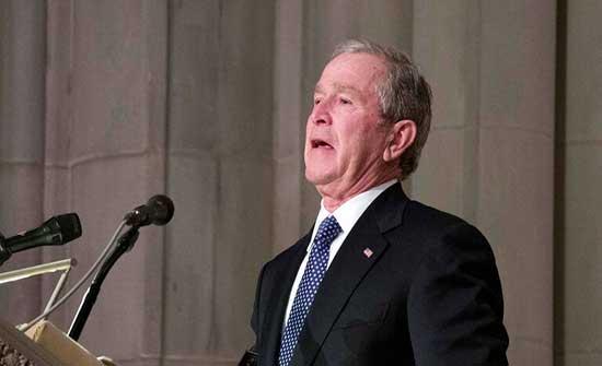 جورج بوش ينشر كتابا يتضمن لوحات رسمها بنفسه تتناول قضية المهاجرين