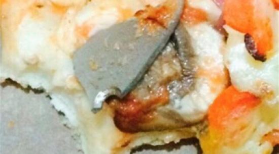 بريطانية تعثر على نصل سكين داخل بيتزا هت - المدينة نيوز