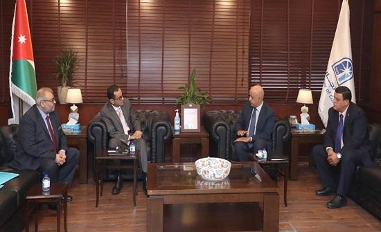 تجارة عمان تؤكد ضرورة تطوير العلاقات الاقتصادية مع الجزائر